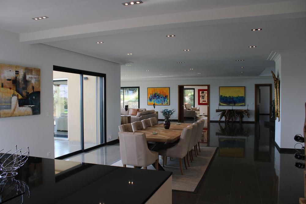 Vue de la salle à manger de la Villa Azuréenne